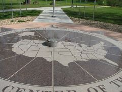 center Of The U S monument
