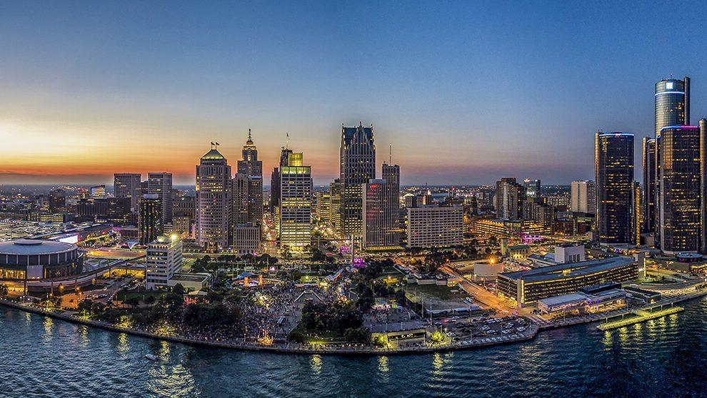 Detroit at night by Vito Palmisano